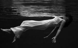 К чему снится темная вода сонник